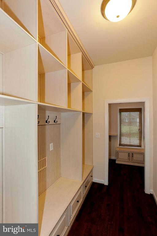 BUILT INS FOR BACKPACKS AND SHOES - 1351 VERRIER CT, VIENNA