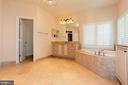 OR SOAK IN YOUR LARGE TUB - 1351 VERRIER CT, VIENNA