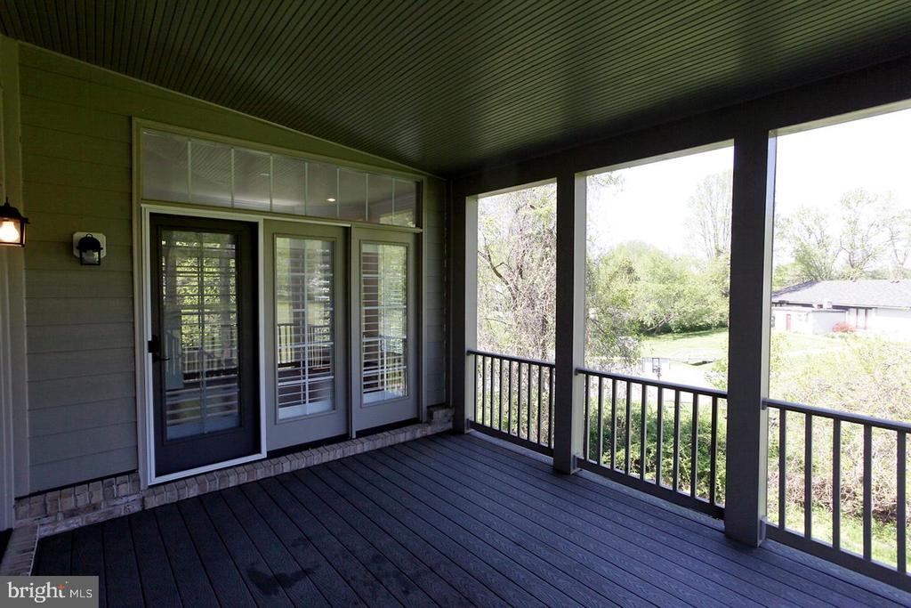 SCREENED IN PORCH - 1351 VERRIER CT, VIENNA
