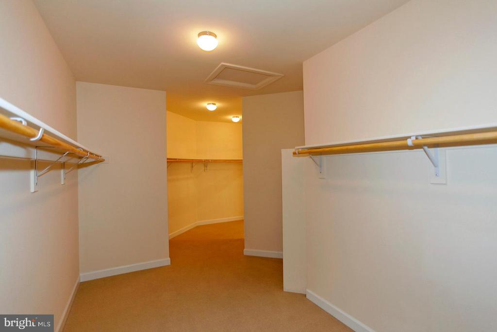 LOOOOOONG MASTER WALK IN CLOSET - 1351 VERRIER CT, VIENNA