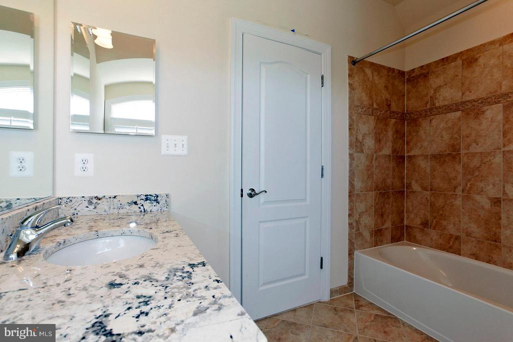 FULL BATH IN THE CARRIAGE HOUSE (PIC 2) - 1351 VERRIER CT, VIENNA