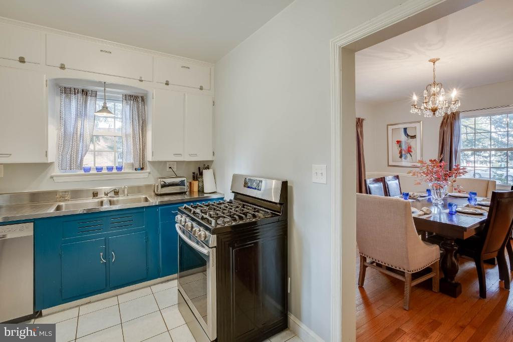 - 8312 49TH AVE, COLLEGE PARK