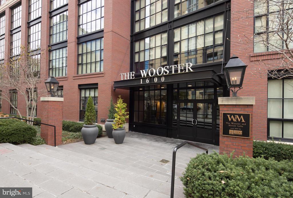 Wooster - Mercer Lofts in red hot Rosslyn - 1600 CLARENDON BLVD #W103, ARLINGTON