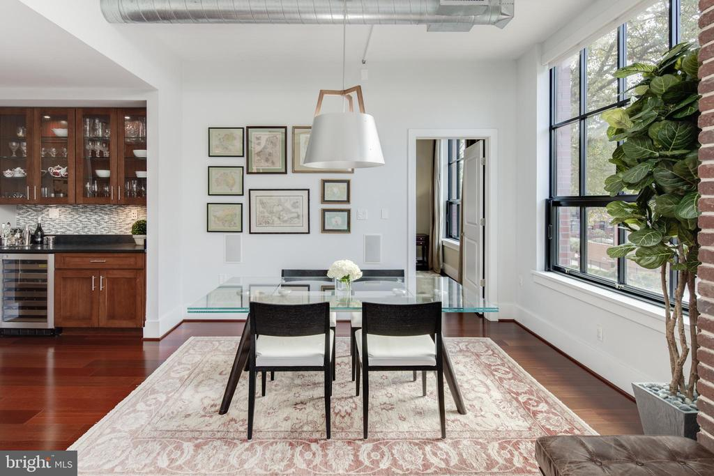 Dining space with western exposure - 1600 CLARENDON BLVD #W103, ARLINGTON