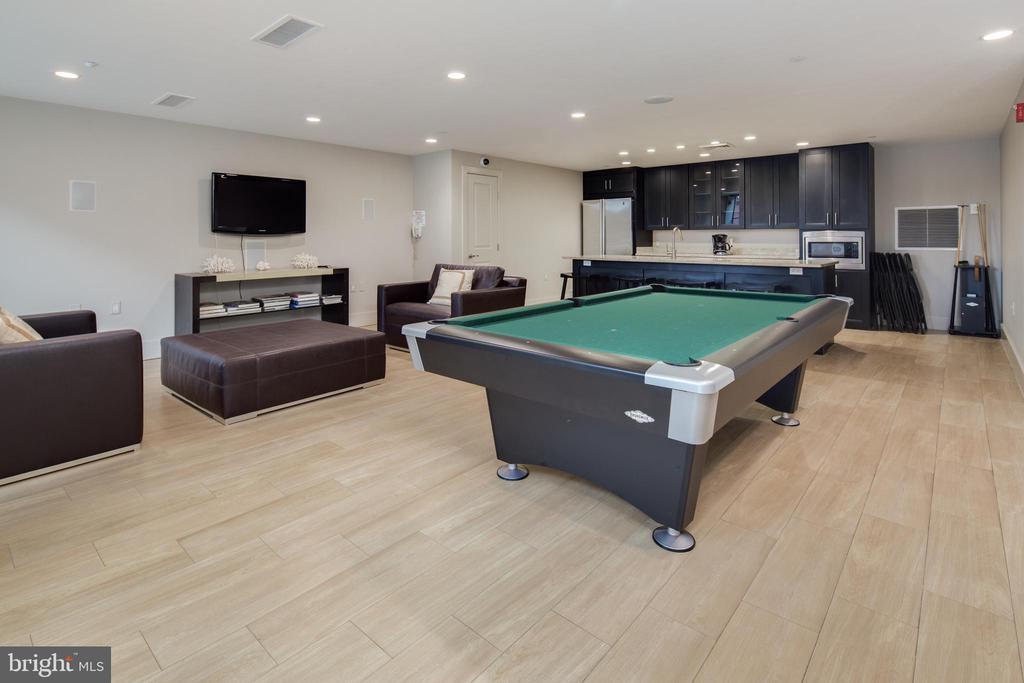 Club Room with billiards/kitchen/tv - 1600 CLARENDON BLVD #W103, ARLINGTON
