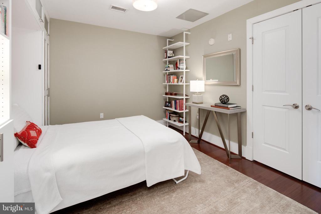 Guest Room with closet - 1600 CLARENDON BLVD #W103, ARLINGTON