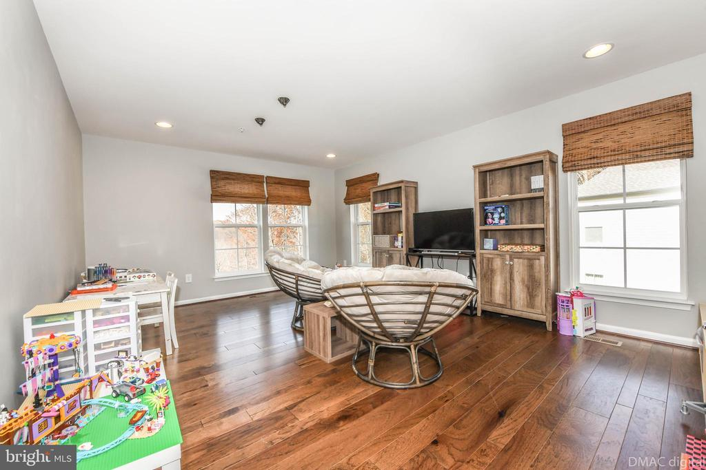 Loft could be easy conversion to additional bed! - 6804 W SHAVANO RD, NEW MARKET