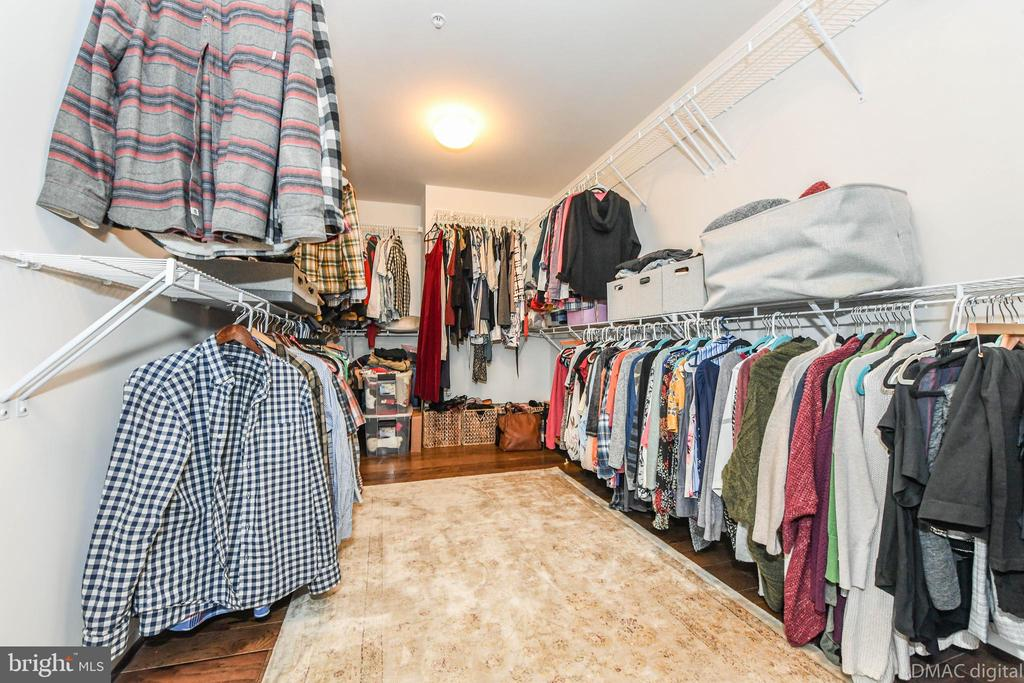 Enormous walk-in closet. Enough room for sitting! - 6804 W SHAVANO RD, NEW MARKET