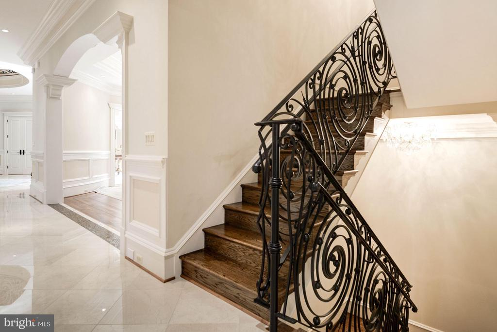 2nd Staircase to all 4 Levels - 904 CHINQUAPIN RD, MCLEAN