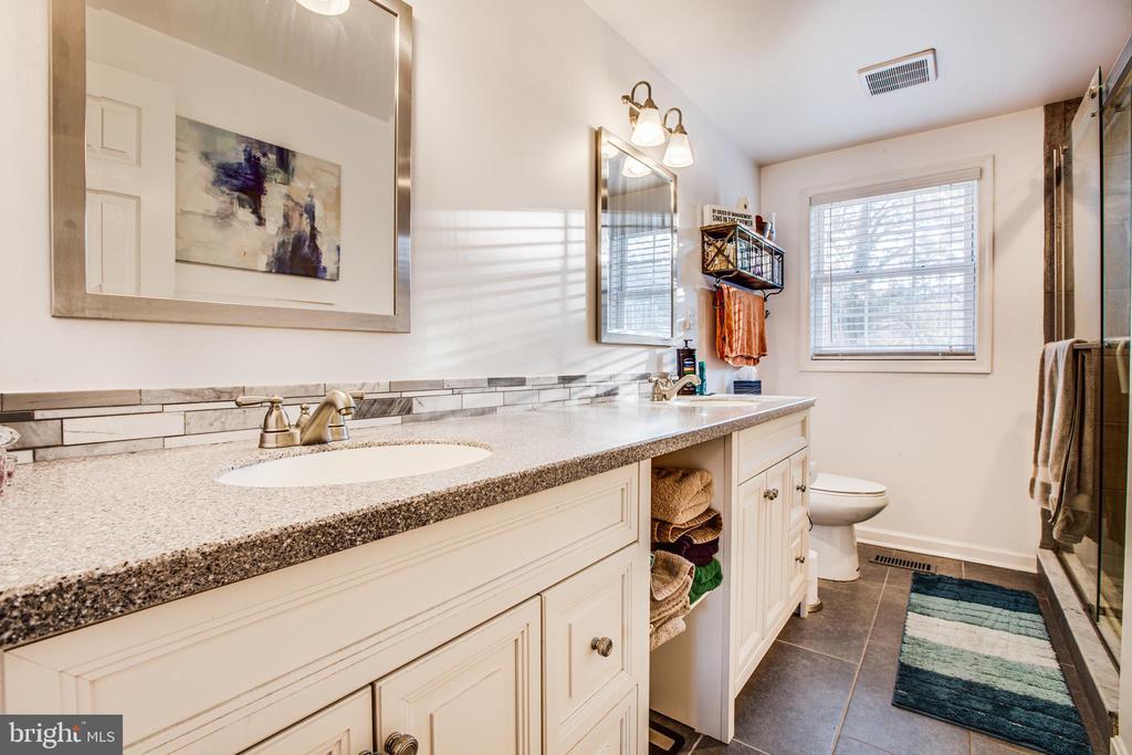 Master Bathroom w/ Dual Vanity Sinks - 8708 BROCK RD, SPOTSYLVANIA