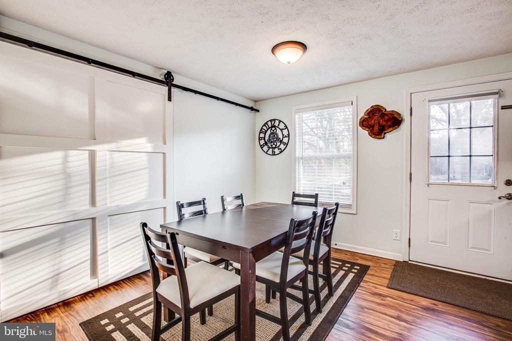 Table Space & Laundry Area - 8708 BROCK RD, SPOTSYLVANIA