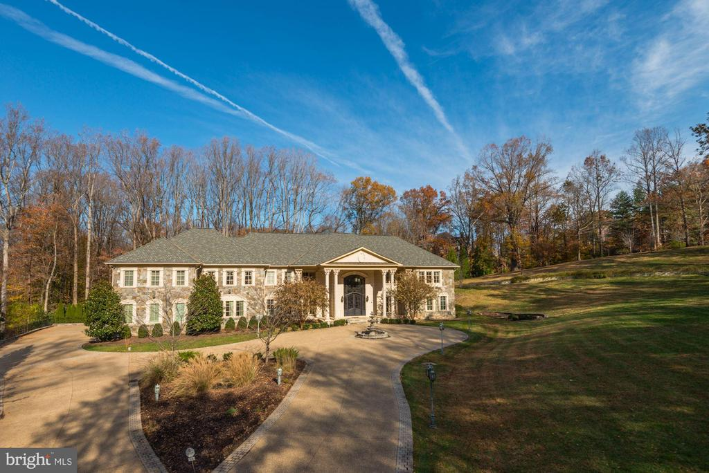 Truly a magnificent estate! - 904 CHINQUAPIN RD, MCLEAN