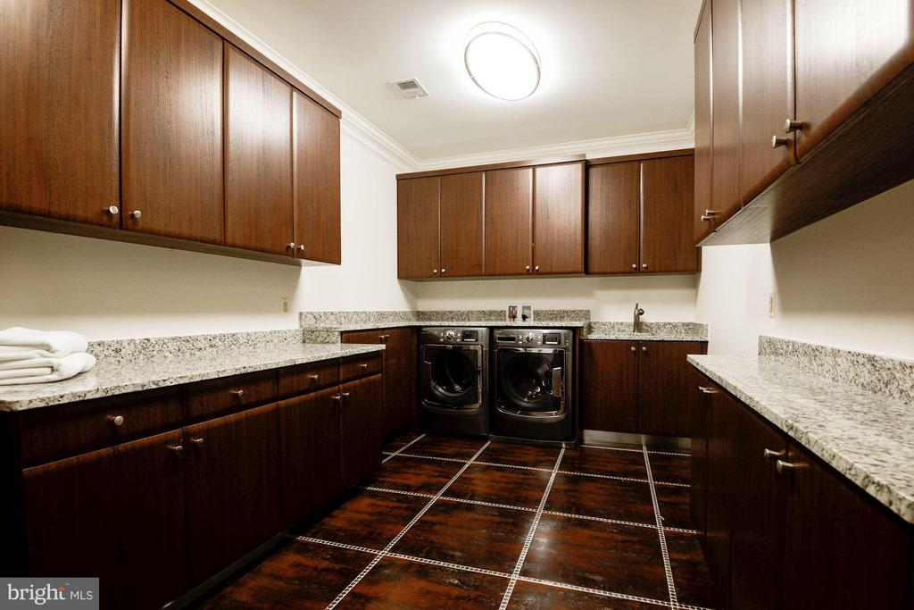 Laundry Room (Upper Level) - 904 CHINQUAPIN RD, MCLEAN