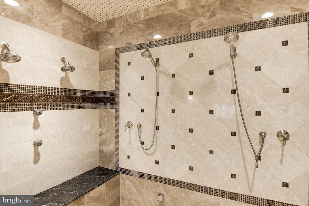Steam Shower - 904 CHINQUAPIN RD, MCLEAN