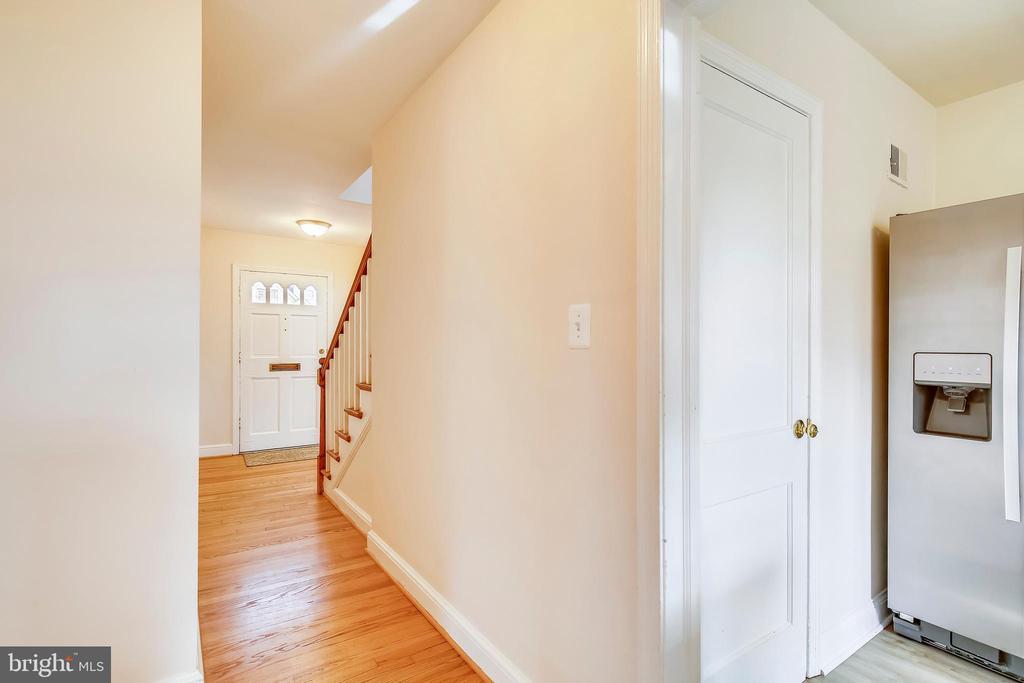 Hallway - 6216 28TH ST N, ARLINGTON