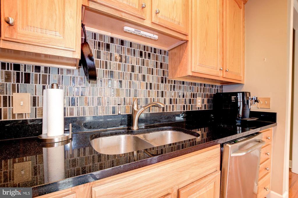 Granite Counters - 3245 THEODORE R HAGANS DR NE, WASHINGTON