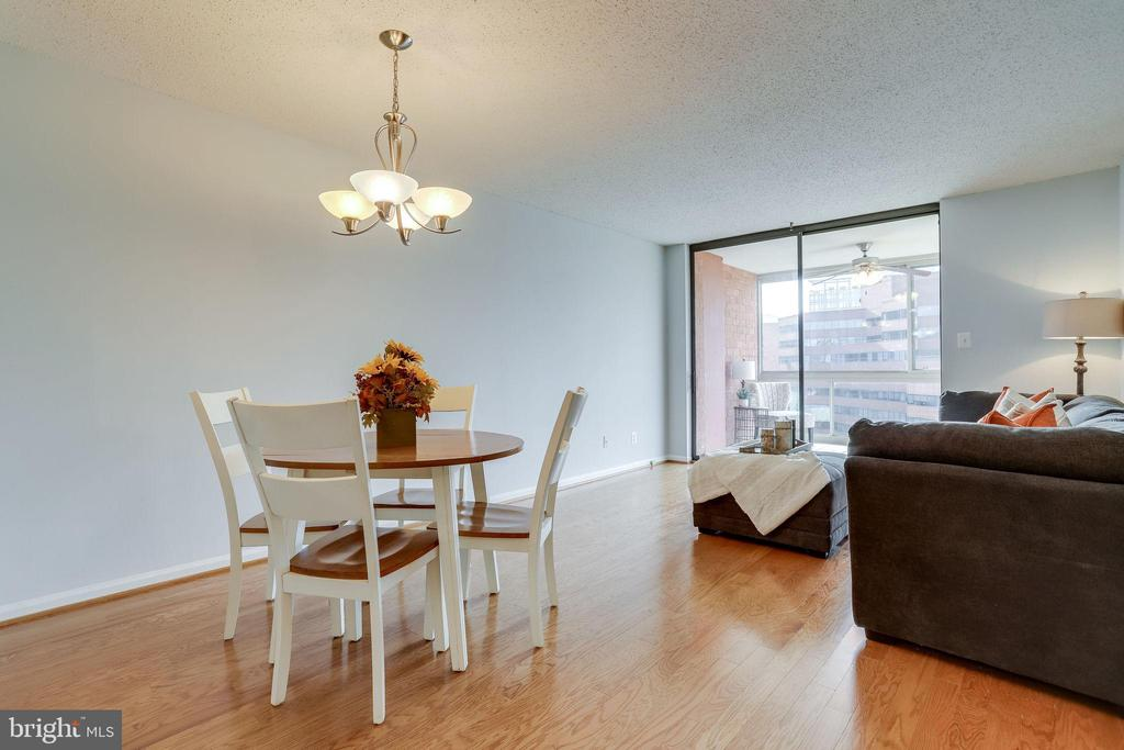 Dining/Living Room Combo - 1024 N UTAH ST #721, ARLINGTON