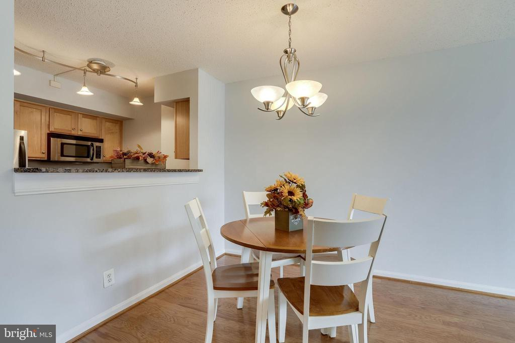 Dining Area with Passthrough to Kitchen - 1024 N UTAH ST #721, ARLINGTON