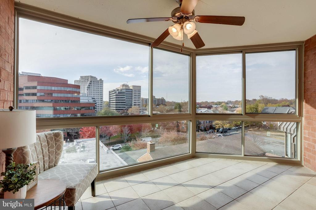 Sunroom with City Views - 1024 N UTAH ST #721, ARLINGTON