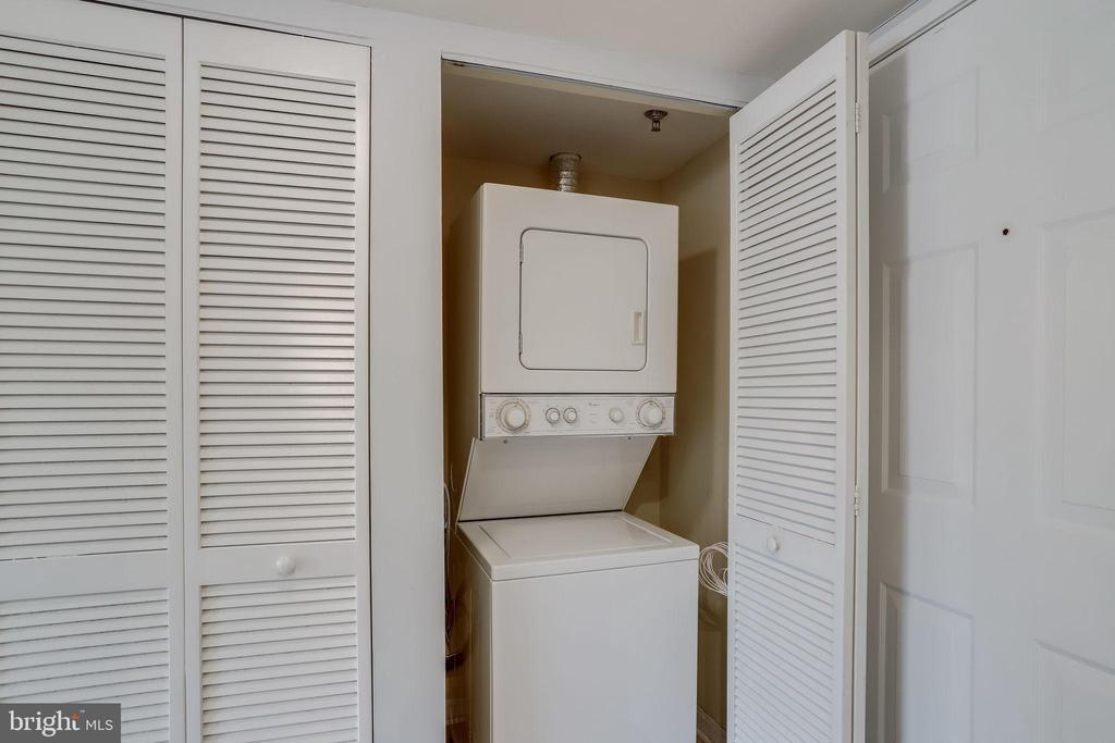 Stacked Washer & Dryer In Unit - 1024 N UTAH ST #721, ARLINGTON