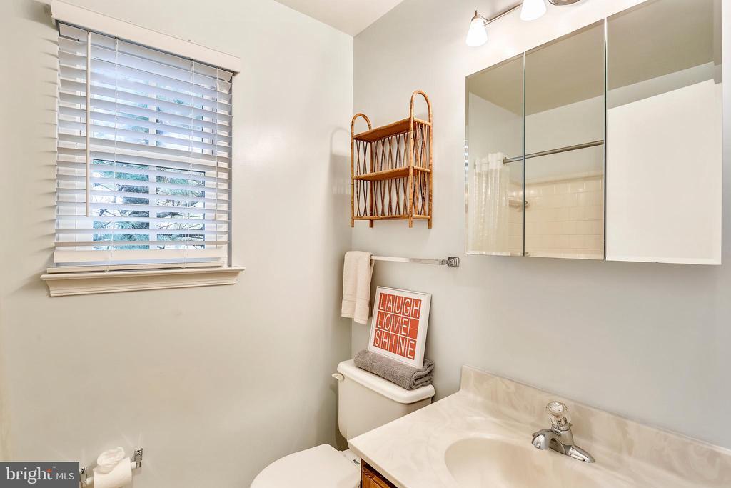 Full Bath #2 on Upper Level - 11831 DINWIDDIE DR, NORTH BETHESDA