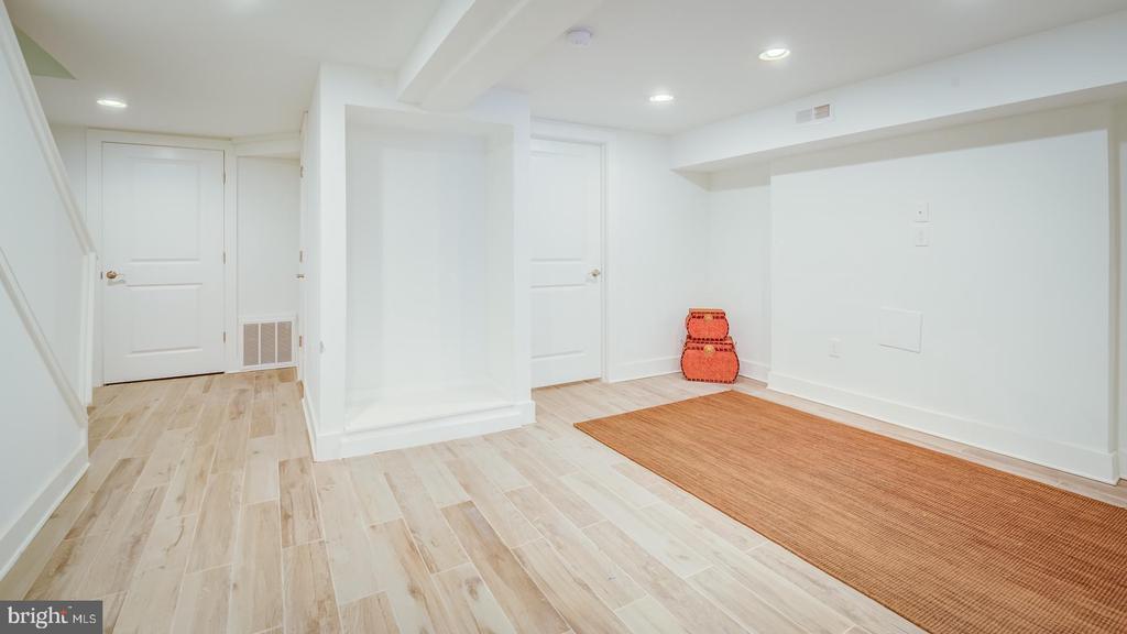 Unit B Family Room - 4314 14TH ST NW, WASHINGTON