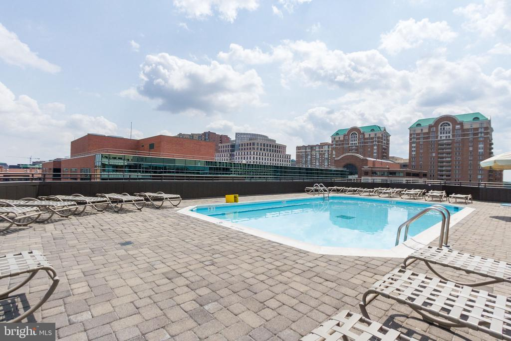 Rooftop Community Pool - 1024 N UTAH ST #721, ARLINGTON