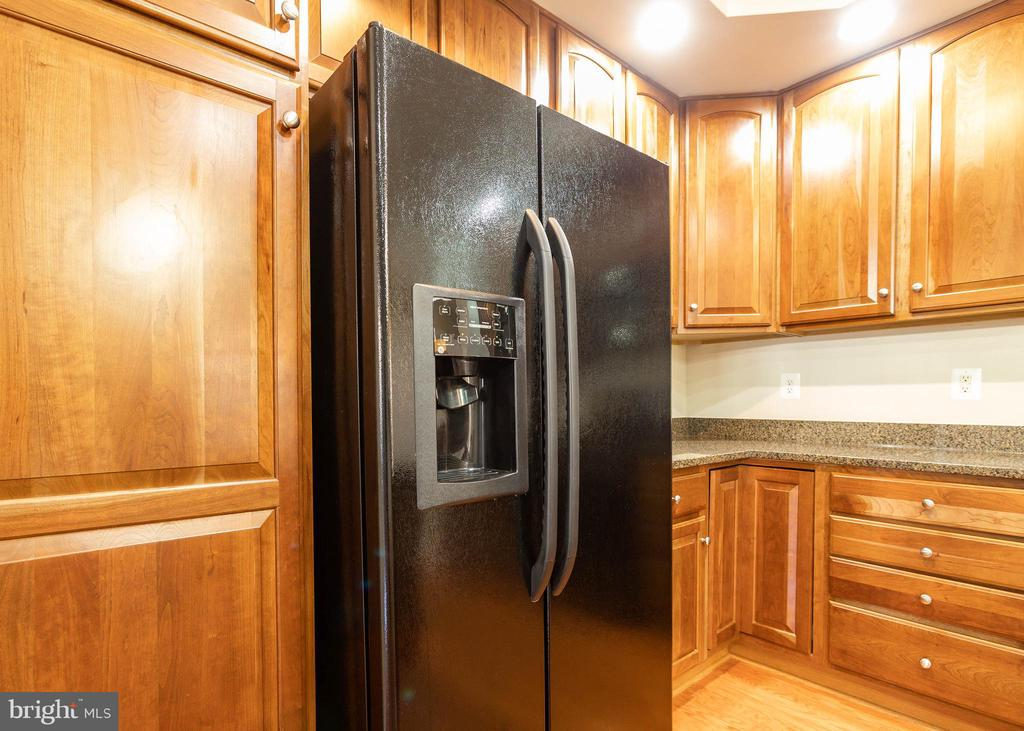 Matching Black Appliances - 9501 KNIGHTS WALK, FREDERICK