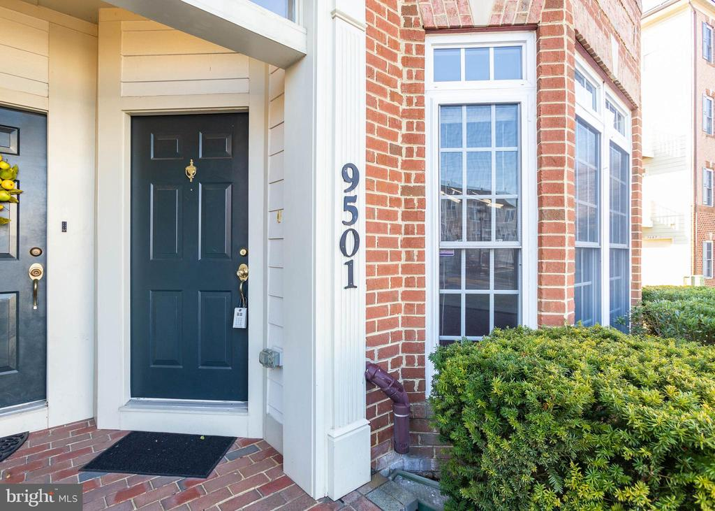 Front Entry - 9501 KNIGHTS WALK, FREDERICK