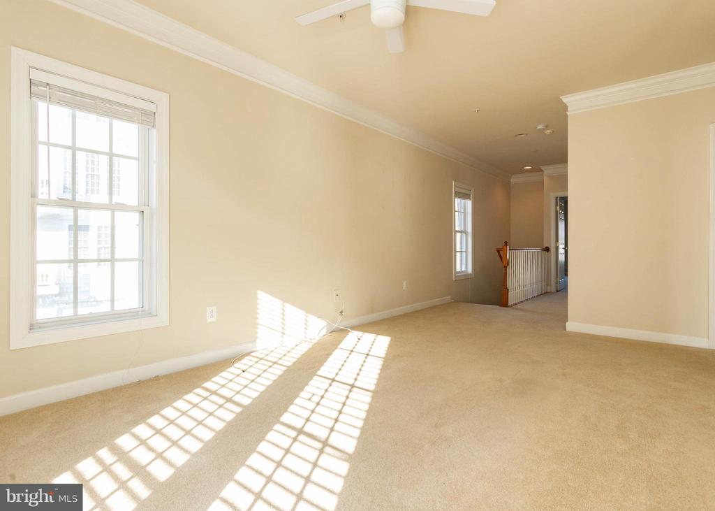 Upper Level Loft/Office/Potential 3rd Bedroom - 9501 KNIGHTS WALK, FREDERICK