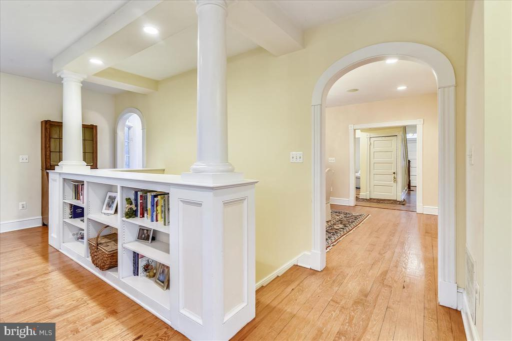Stairs to Basement in Family Room - 15 HIGH ST, ROUND HILL