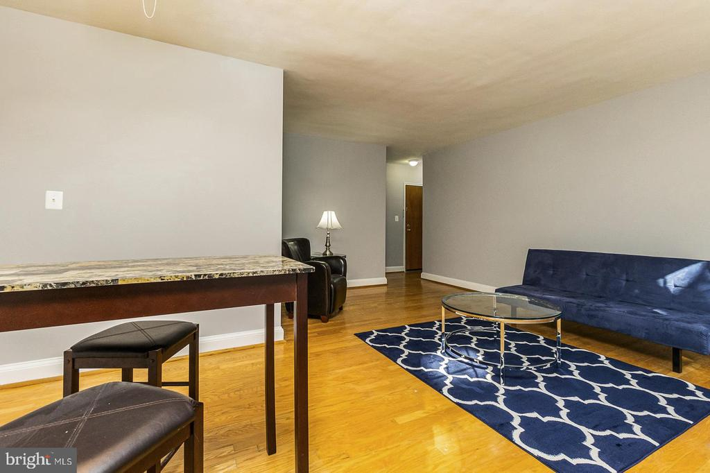 Open concept living room and dining room - 1307 N ODE ST #404, ARLINGTON