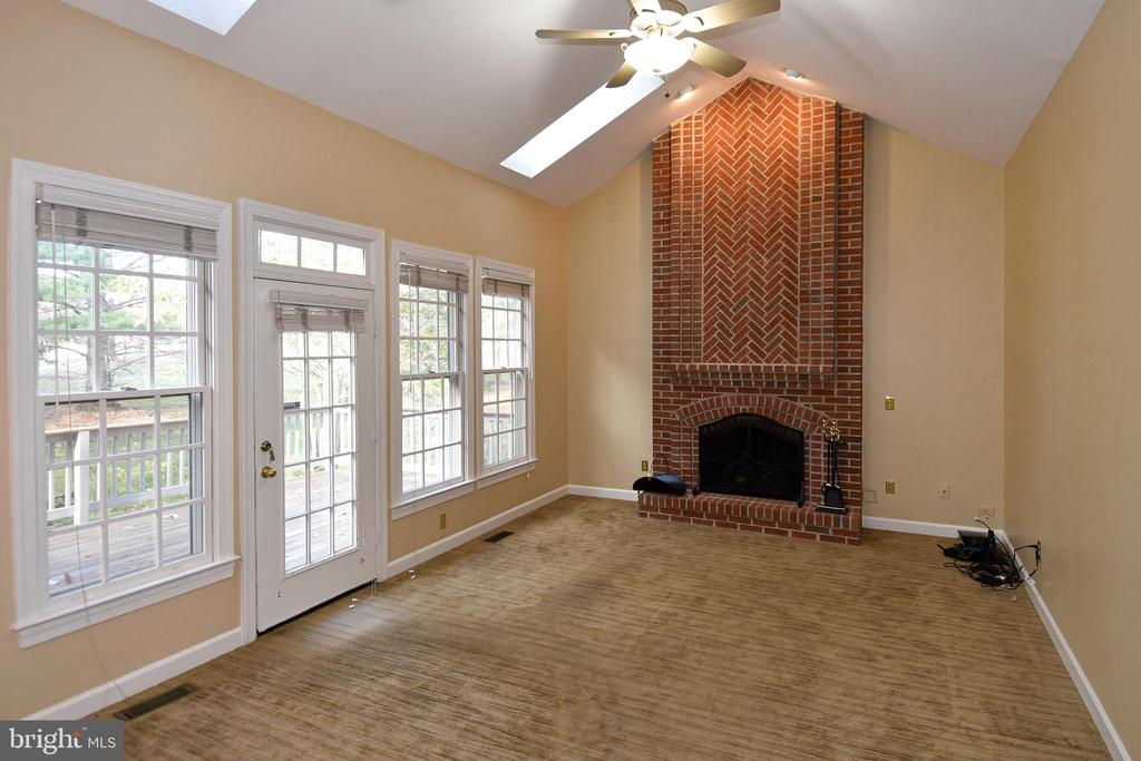 FAMILY ROOM HAS GAS FIREPLACE - 8237 GALLERY CT, MONTGOMERY VILLAGE