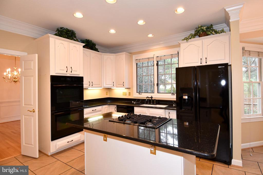 KITCHEN HAS DOUBLE OVENS - 8237 GALLERY CT, MONTGOMERY VILLAGE
