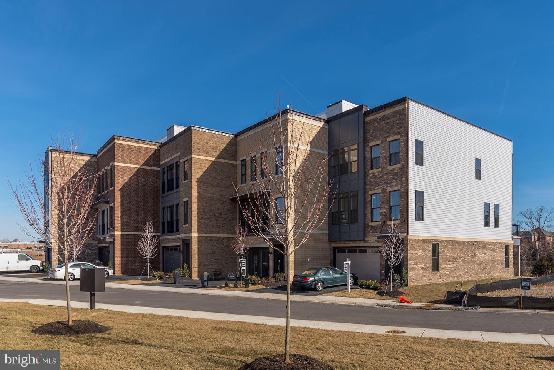 Single Family Homes pour l Vente à Brambleton, Virginia 20148 États-Unis