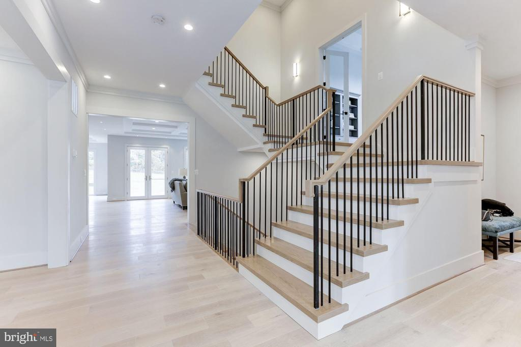 Spectacular staircase opens to two half floors - 1823 BEULAH RD, VIENNA