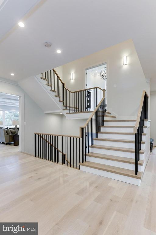 Open staircase leading to study - 1823 BEULAH RD, VIENNA