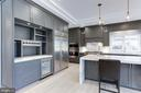 Custom Canadian cabinets with kitchen bar - 1823 BEULAH RD, VIENNA