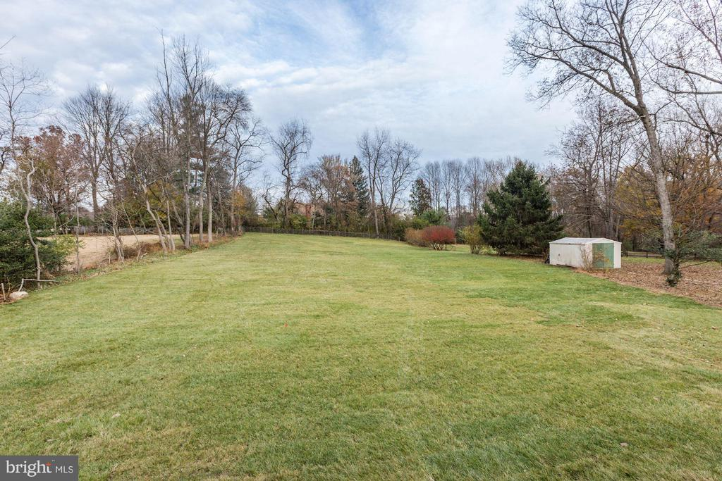 Premium one acre lot - plenty room for pool - 1823 BEULAH RD, VIENNA