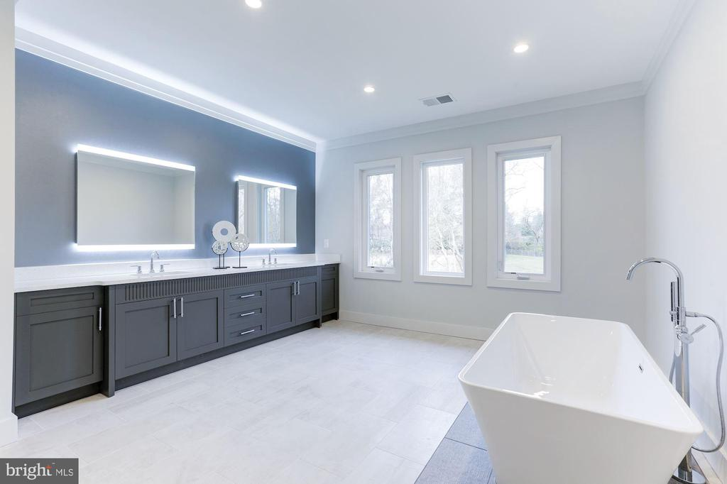 Oversized custom Canadian vanity & backlit mirrors - 1823 BEULAH RD, VIENNA