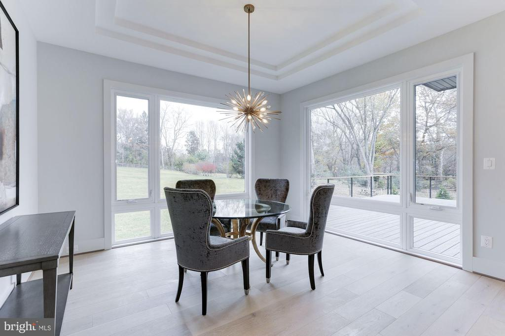 Over-sized windows bring the outside in - 1823 BEULAH RD, VIENNA