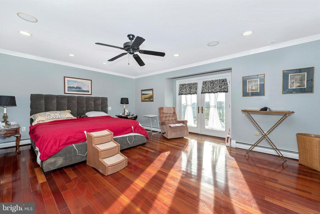 Master suite with private balcony. - 5302 IJAMSVILLE RD, IJAMSVILLE