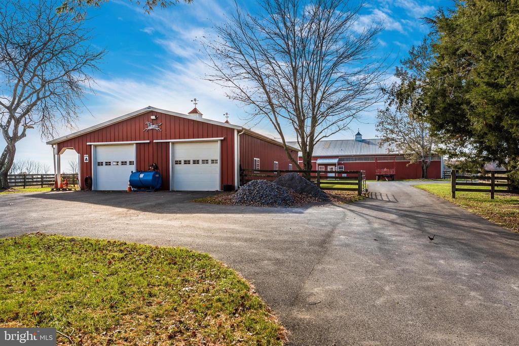 80' x 60' horse barn - 7 large and 5 small stalls. - 5302 IJAMSVILLE RD, IJAMSVILLE