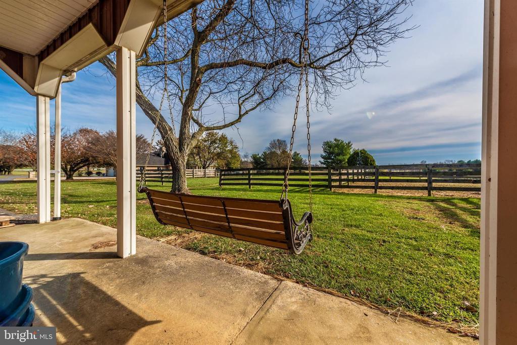 Exterior of horse barn. - 5302 IJAMSVILLE RD, IJAMSVILLE