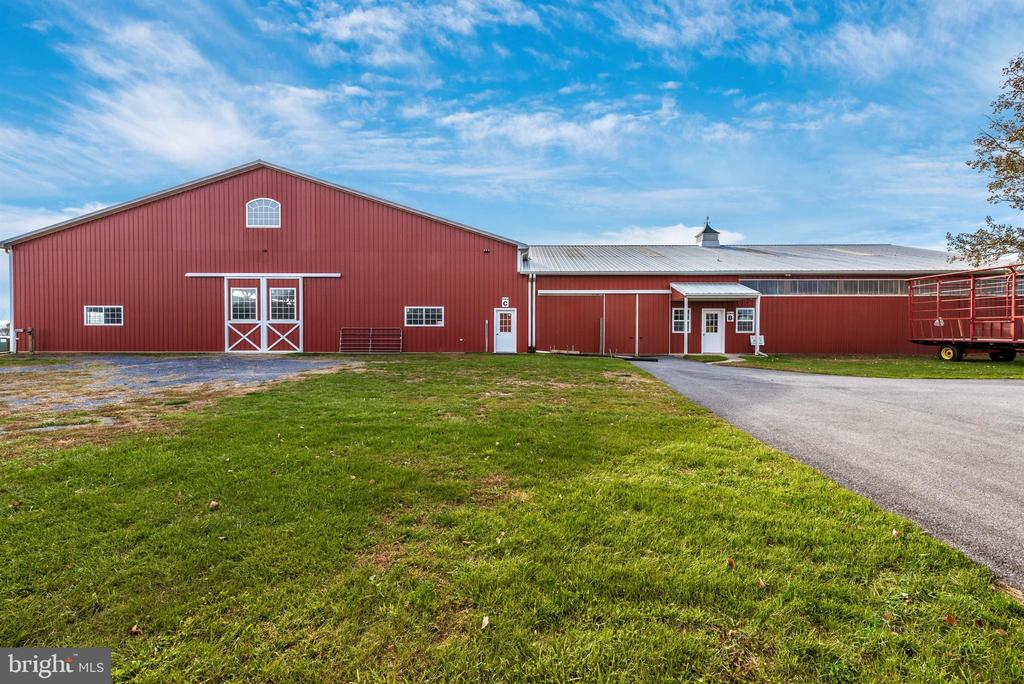 30' x 50' horse barn attached to indoor arena. - 5302 IJAMSVILLE RD, IJAMSVILLE