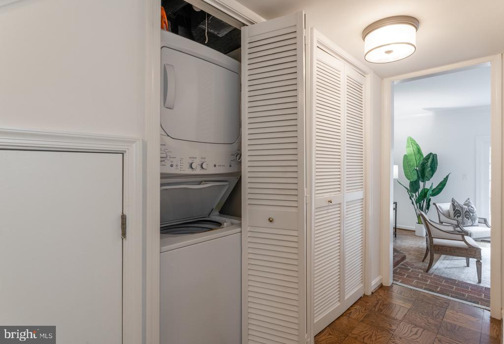 WASHER/DRYER, lower level - 620 S LEE ST, ALEXANDRIA