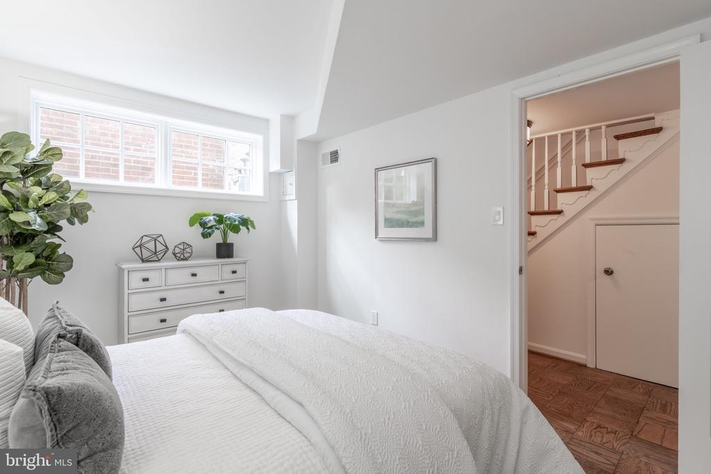 Lovely natural light in Bedroom #3 - 620 S LEE ST, ALEXANDRIA