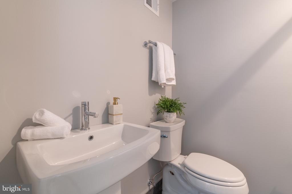 Full Bath for Bedroom #3, Mirror Coming Soon! - 620 S LEE ST, ALEXANDRIA