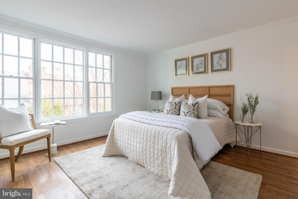 Owner's Bedroom overlooks garden. - 620 S LEE ST, ALEXANDRIA