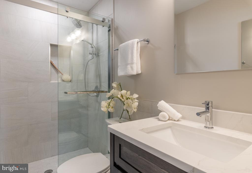 Owner's Full Bathroom - 620 S LEE ST, ALEXANDRIA